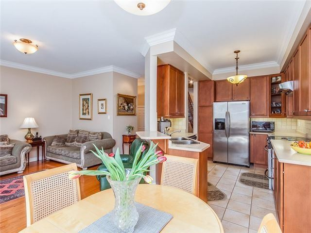 Townhouse at 27 Amberty St, Vaughan, Ontario. Image 2