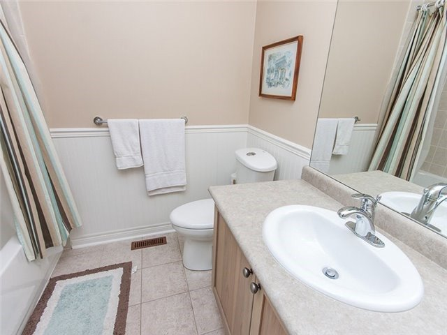 Townhouse at 27 Amberty St, Vaughan, Ontario. Image 5