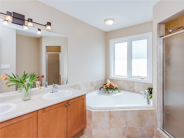 Townhouse at 27 Amberty St, Vaughan, Ontario. Image 7