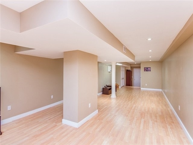 Townhouse at 27 Amberty St, Vaughan, Ontario. Image 8