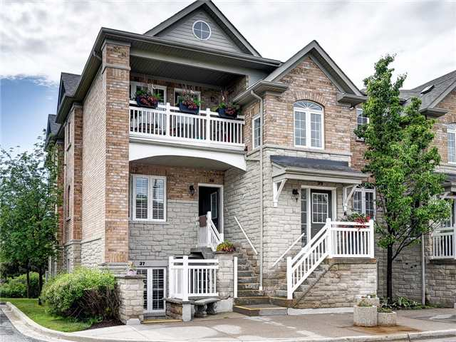 Condo Townhouse at 520 Silken Laumann Dr, Unit 37, Newmarket, Ontario. Image 1