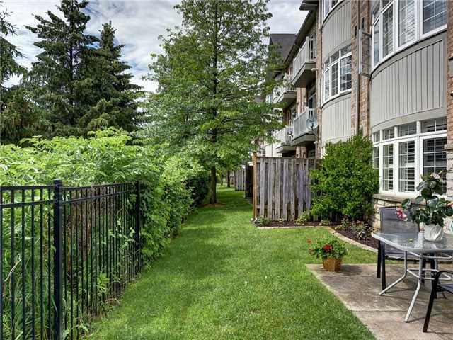 Condo Townhouse at 520 Silken Laumann Dr, Unit 37, Newmarket, Ontario. Image 9