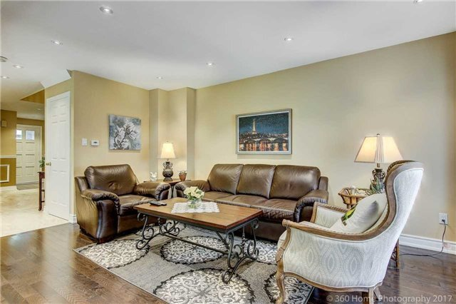 Detached at 23 Stargell Cres, Markham, Ontario. Image 2