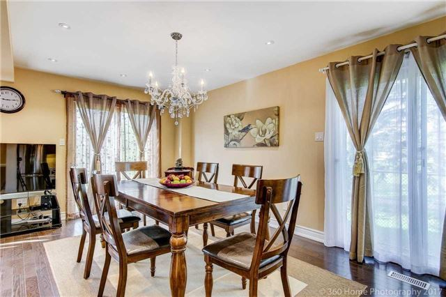 Detached at 23 Stargell Cres, Markham, Ontario. Image 3