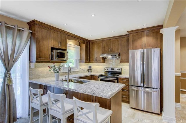 Detached at 23 Stargell Cres, Markham, Ontario. Image 4