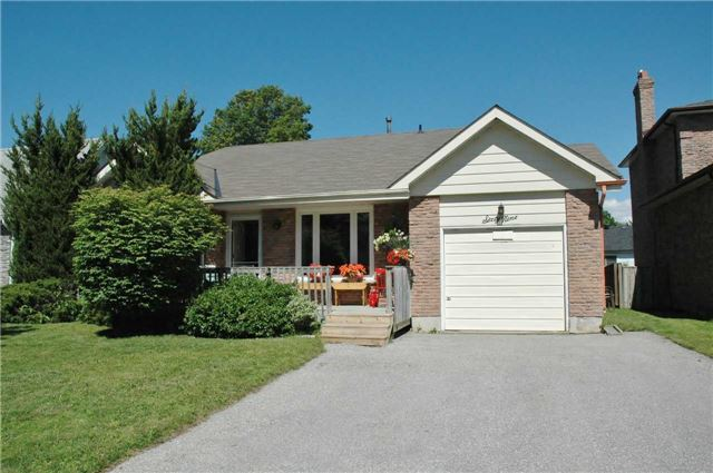 Detached at 69 Ashton Rd, Newmarket, Ontario. Image 1