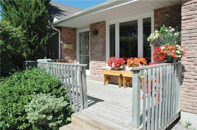 Detached at 69 Ashton Rd, Newmarket, Ontario. Image 12