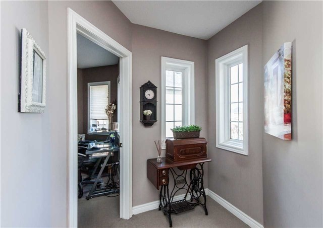 Detached at 154 Katerina Ave, Vaughan, Ontario. Image 3
