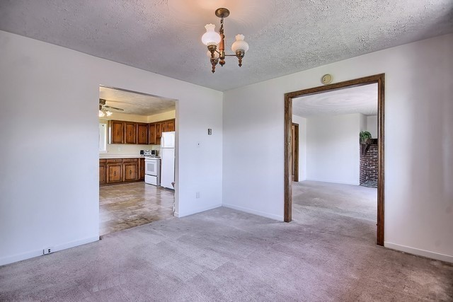 Detached at 20368 Woodbine Ave, East Gwillimbury, Ontario. Image 6