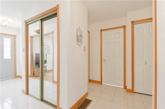 Detached at 1180 Belle Aire Beach Rd, Innisfil, Ontario. Image 13