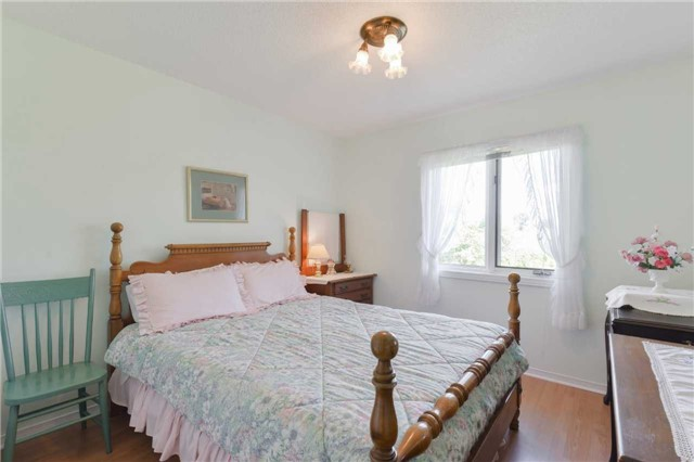 Detached at 1180 Belle Aire Beach Rd, Innisfil, Ontario. Image 14
