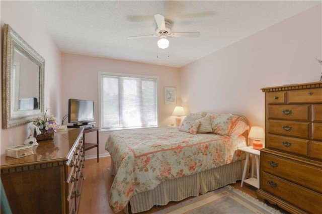 Detached at 1180 Belle Aire Beach Rd, Innisfil, Ontario. Image 16