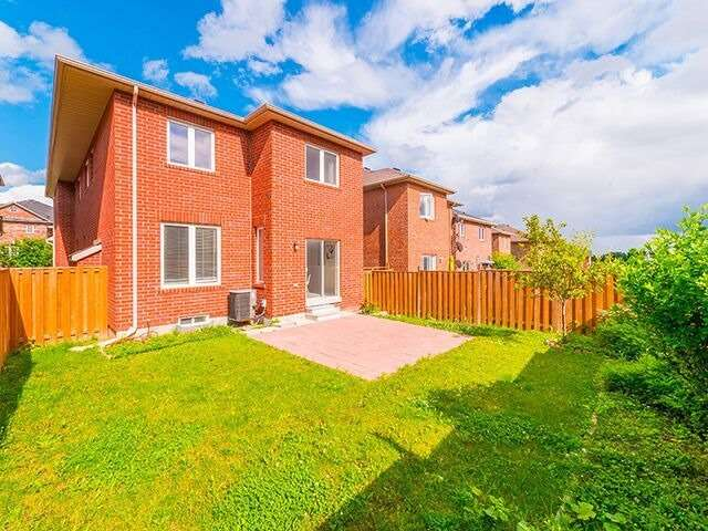 Detached at 103 Hawkes Dr, Richmond Hill, Ontario. Image 10