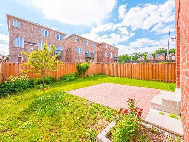 Detached at 103 Hawkes Dr, Richmond Hill, Ontario. Image 11