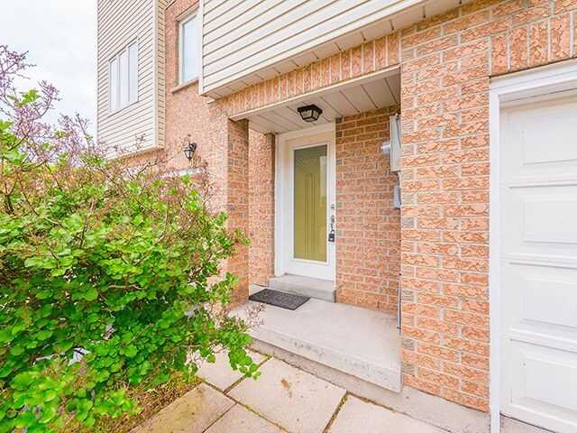 Condo Townhouse at 380 Riddell Crt, Newmarket, Ontario. Image 12