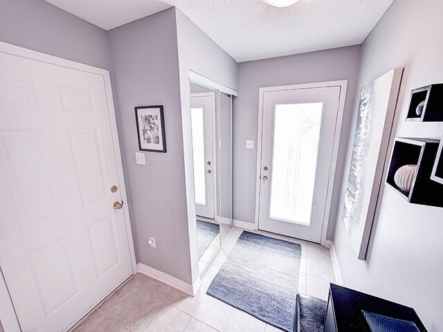 Condo Townhouse at 380 Riddell Crt, Newmarket, Ontario. Image 14