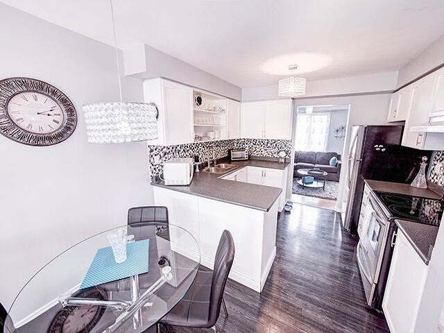 Condo Townhouse at 380 Riddell Crt, Newmarket, Ontario. Image 15
