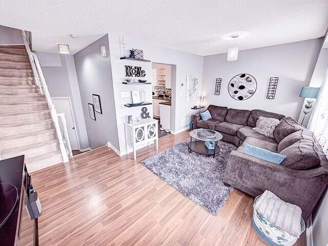 Condo Townhouse at 380 Riddell Crt, Newmarket, Ontario. Image 16