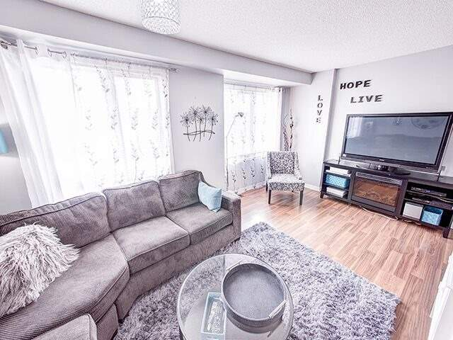 Condo Townhouse at 380 Riddell Crt, Newmarket, Ontario. Image 17