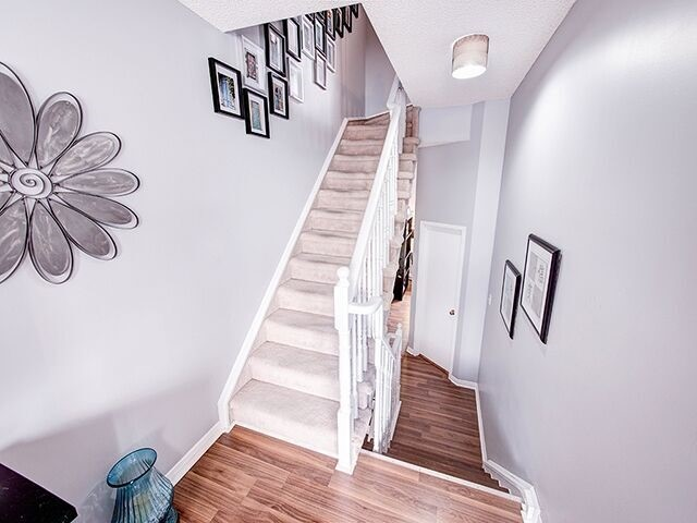 Condo Townhouse at 380 Riddell Crt, Newmarket, Ontario. Image 18