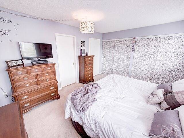 Condo Townhouse at 380 Riddell Crt, Newmarket, Ontario. Image 3