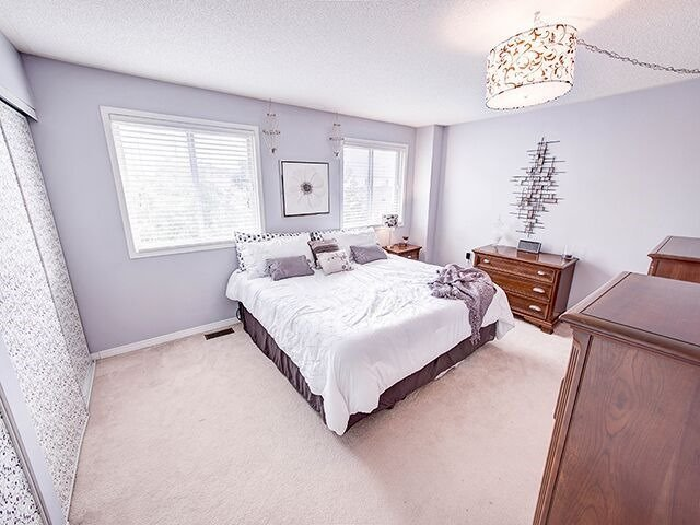 Condo Townhouse at 380 Riddell Crt, Newmarket, Ontario. Image 4