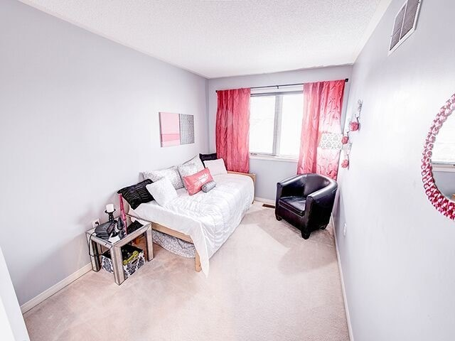 Condo Townhouse at 380 Riddell Crt, Newmarket, Ontario. Image 6