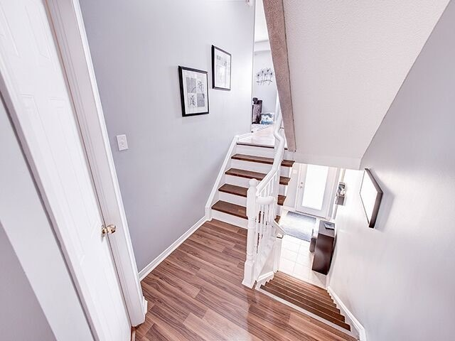 Condo Townhouse at 380 Riddell Crt, Newmarket, Ontario. Image 8