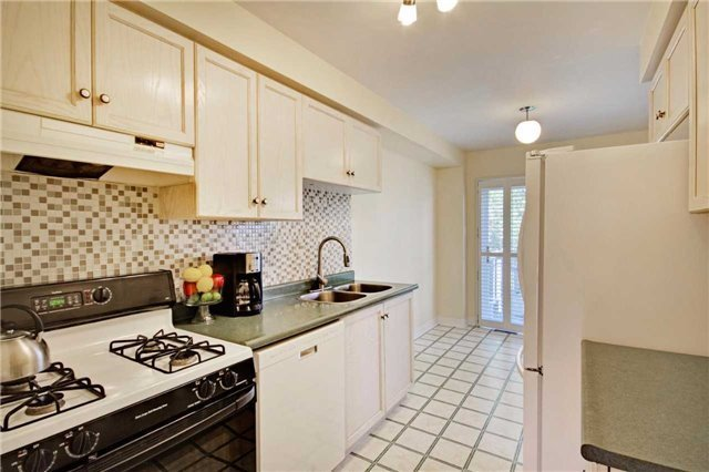 Townhouse at 538 Rourke Pl, Newmarket, Ontario. Image 15