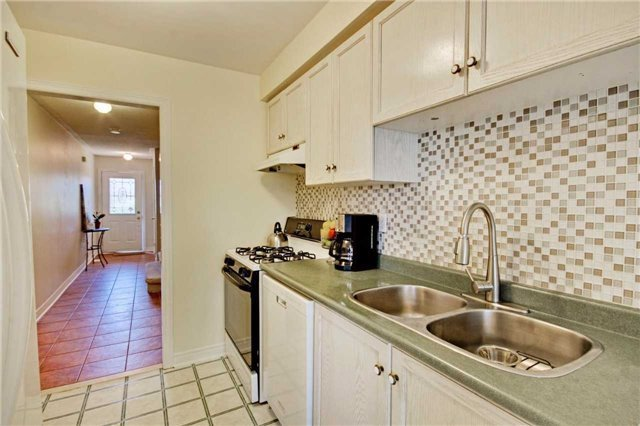 Townhouse at 538 Rourke Pl, Newmarket, Ontario. Image 16