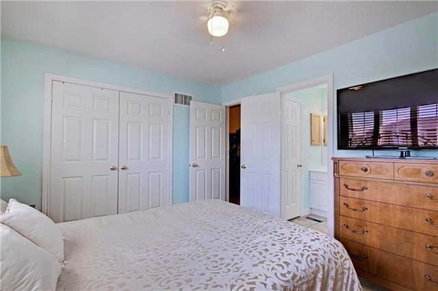 Townhouse at 538 Rourke Pl, Newmarket, Ontario. Image 2