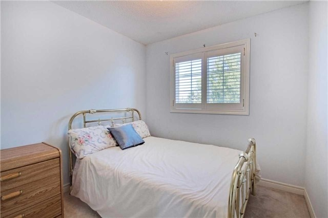 Townhouse at 538 Rourke Pl, Newmarket, Ontario. Image 4