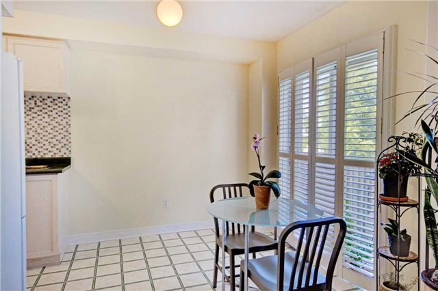 Townhouse at 538 Rourke Pl, Newmarket, Ontario. Image 7