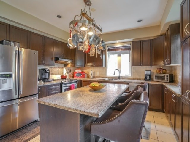 Detached at 21 Dunnet St, Markham, Ontario. Image 2