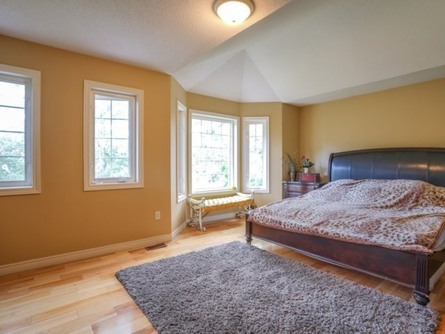 Detached at 21 Dunnet St, Markham, Ontario. Image 5
