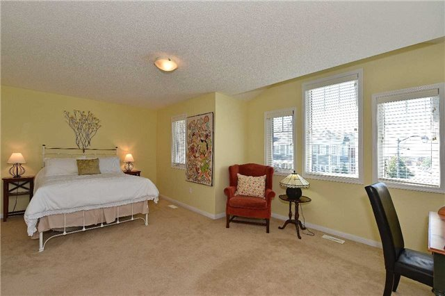 Townhouse at 38 Murray Wilson Dr, Markham, Ontario. Image 6