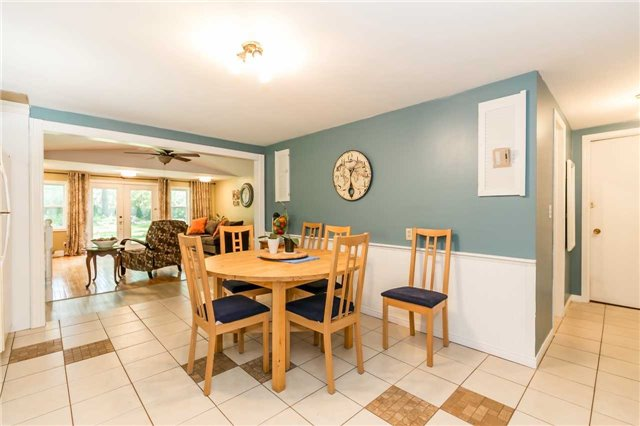 Detached at 967 7th Line, Innisfil, Ontario. Image 16