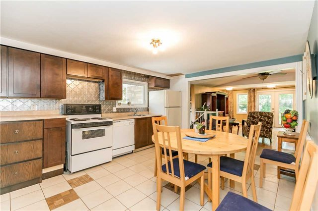 Detached at 967 7th Line, Innisfil, Ontario. Image 17