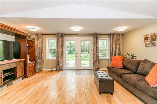 Detached at 967 7th Line, Innisfil, Ontario. Image 20