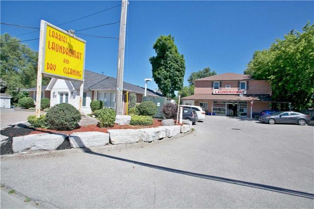 Detached at 186 King Rd, Richmond Hill, Ontario. Image 3