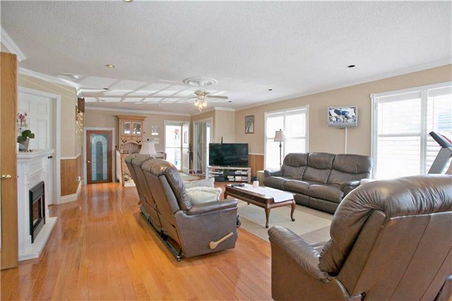 Detached at 192 King Rd, Richmond Hill, Ontario. Image 2