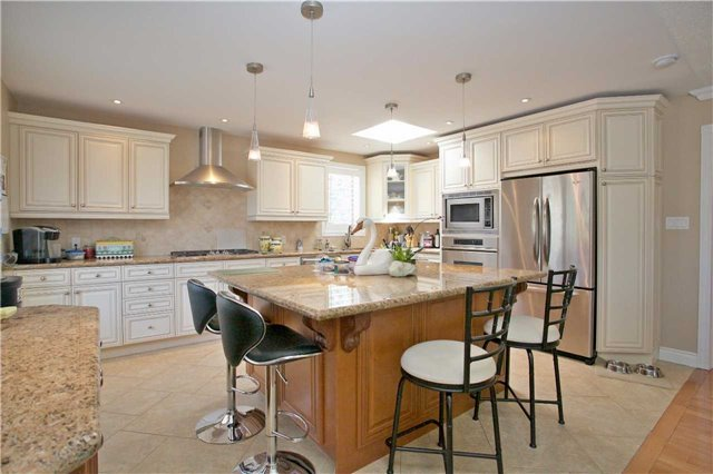 Detached at 192 King Rd, Richmond Hill, Ontario. Image 5