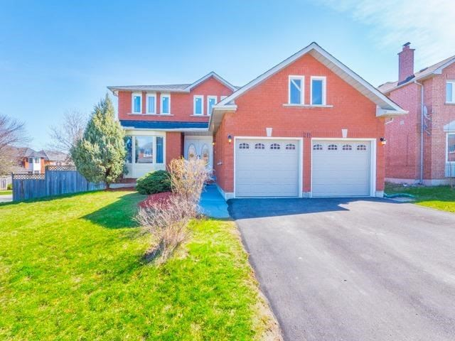 Detached at 211 Savage Rd, Newmarket, Ontario. Image 1
