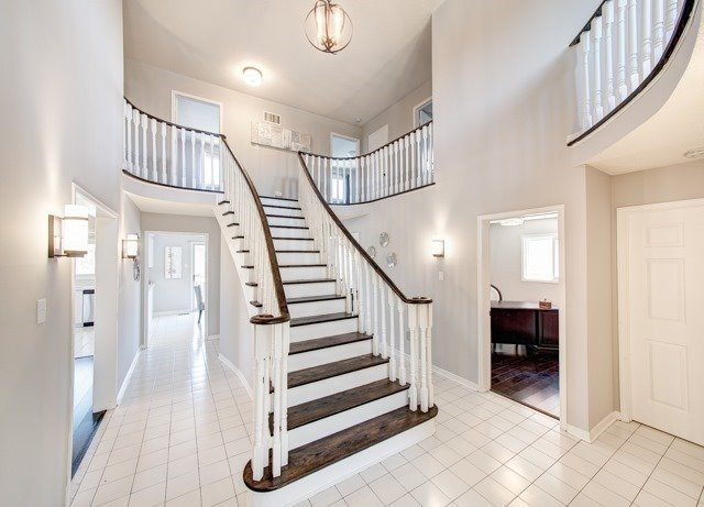 Detached at 211 Savage Rd, Newmarket, Ontario. Image 12