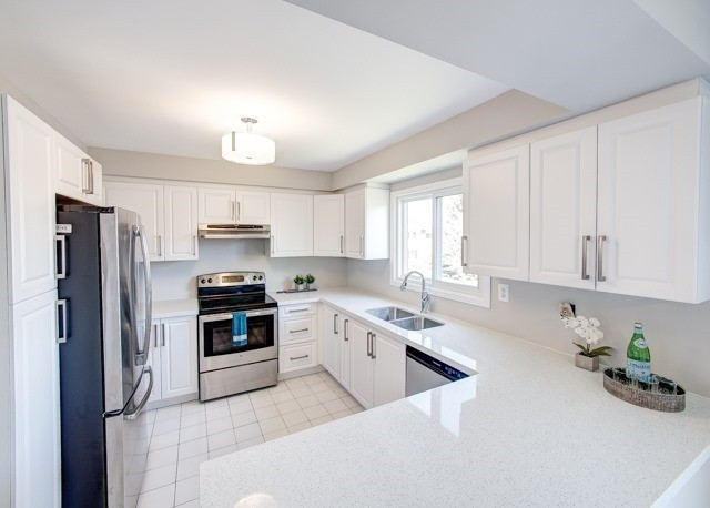 Detached at 211 Savage Rd, Newmarket, Ontario. Image 14