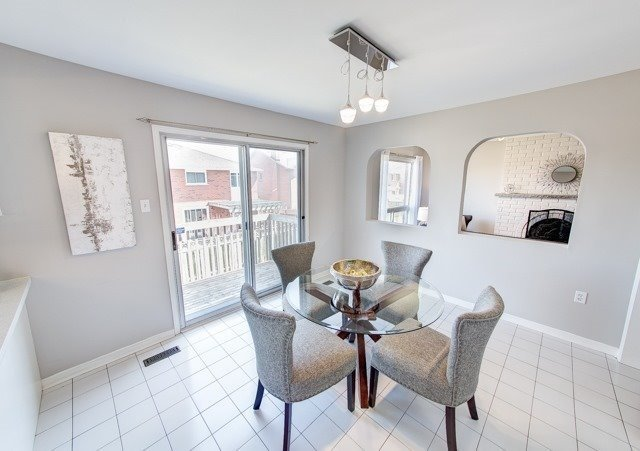 Detached at 211 Savage Rd, Newmarket, Ontario. Image 15