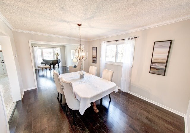 Detached at 211 Savage Rd, Newmarket, Ontario. Image 17