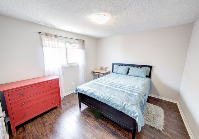 Detached at 211 Savage Rd, Newmarket, Ontario. Image 2