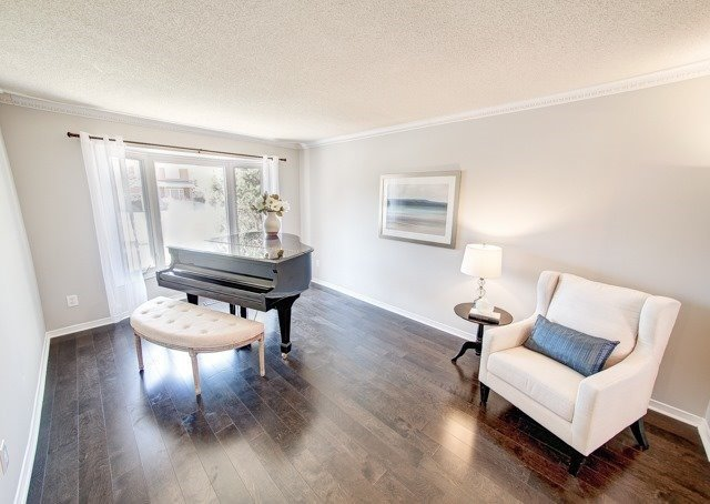 Detached at 211 Savage Rd, Newmarket, Ontario. Image 6