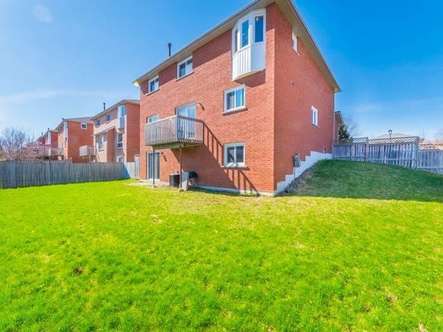 Detached at 211 Savage Rd, Newmarket, Ontario. Image 9